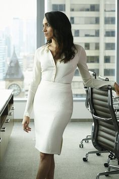 Meghan Markle (Rachel Zane) cuts a striking figure in a white blouse and pencil skirt look