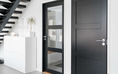 Black is the new white - også for dører Interior Door Styles, Black Interior Doors, Cozy Furniture, New York Loft, Internal Doors, Painted Doors, Corridor, Laundry Room, New Homes