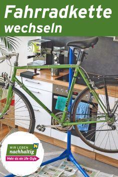 Die Fahrradkette sorgt beim Radfahren dafür, dass die Muskelkraft beim Radeln auf das Antriebsrad übertragen wird. Wenn du viel radelst, ist irgendwann der Zeitpunkt gekommen, an dem die Kette gegen eine neue getauscht werden muss. Wir zeigen dir wie das leicht geht.