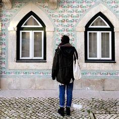 Portuguese tiles #citytrip #withmygirls #lisboa #citywalk #wondering #streets #walking #tiles #craftwork #art #portuguese #tinyhouse #tinypeople #travel #traveladdicts #lisbon #Portugal #feelssogood #passear #alfama #bairro Shot by my dear @attkha.