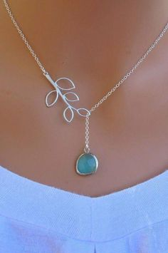 b93243319f529 i love the simple elegance of this necklace. And I've always loved blue