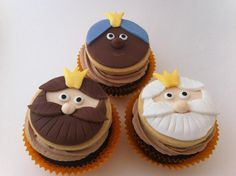Magic Kings is a tradicion in Spain. It celebrated on of January. Christmas Cupcakes, Christmas Sweets, Christmas 2016, Cakepops, Cookie Bouquet, Cake & Co, Fondant Toppers, Holiday Cakes, Pretty Cakes