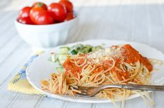 Honestly, I don't even know what to call this tomato sauce. There are so many wonderful things about it, I can't decide which to highlight! Let's just say, it's everything I've been looking for and want in a fresh tomato sauce.But first, let me tell you what I HATE a