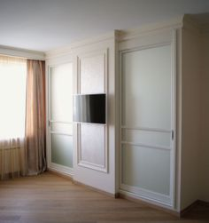 И шкаф-купе и TV-стенка сразу. Матовые зеркала оотражают только свет, увеличивая пространство. #slidingdoor