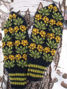 Finely Hand Knitted Seto Estonian Mittens for Men door NordicMittens
