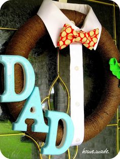 Dad Wreath for Fathers Day. This Fathers Day Craft and More Ideas on Frugal Coupon Living. Holiday Wreaths, Holiday Crafts, Holiday Fun, Holiday Decorations, Christmas Holiday, Wreath Crafts, Diy Wreath, Wreath Hanger, Wreath Making