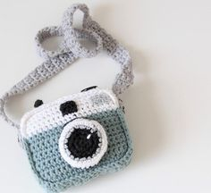 Crocheted camera (free pattern)