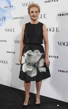 Designer Carolina Herrera attends the 'Vogue Who's On Next' party at the Duarte Pinto Coelho Palace on May 2015 in Madrid, Spain. Get premium, high resolution news photos at Getty Images Mature Fashion, 50 Fashion, Modest Fashion, Fashion Outfits, Fashion Design, Mom Outfits, Chic Outfits, Ch Carolina Herrera, Estilo Fashion