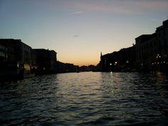 Canal grande al tramonto sulla gondola