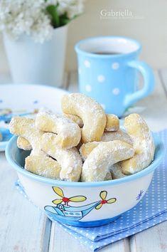 Gabriella kalandjai a konyhában :): 2018 Hungarian Desserts, Small Cake, Bakery Recipes, Party Snacks, Creative Cakes, Winter Food, Cake Cookies, Food Styling, Food And Drink