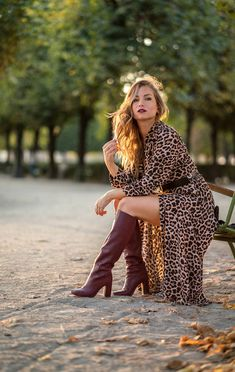 Discover recipes, home ideas, style inspiration and other ideas to try. Red Leather Boots, Burgundy Boots, Red Boots, Brown Knee High Boots, Thigh High Boots Heels, Winter Boots Outfits, Outfit Winter, Dress With Boots, Lisa