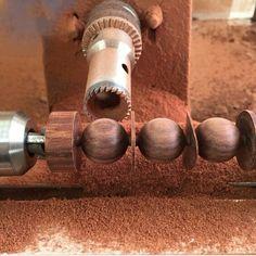 Cómo hacer esferas de madera: taladro + torno