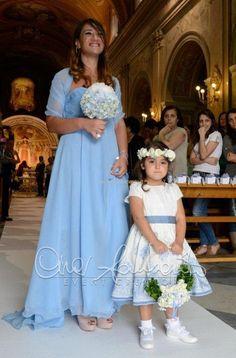 Portafedi regale ed elegante per una cerimonia nuziale sontuosa e tradizionale.