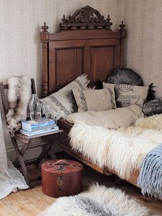 Vintage Sweden. Love the pillows