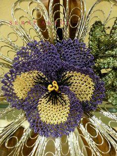 'Menekşe' (violet).  Brooch with silver filigree and flower in 'iğne oyası' (Turkish needle lace).