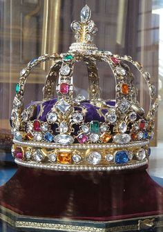 French Crown Jewels, the Coronation Crown of King Louis XV bejeweled with hundreds of diamonds and other precious gems from the royal collection. This is the only surviving French Royal Crown from the. Royal Crown Jewels, Royal Crowns, Royal Tiaras, Royal Jewelry, Tiaras And Crowns, Fine Jewelry, Antique Jewelry, Vintage Jewelry, Faberge Eier