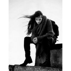 I love long hair on guys! I've always, always found long hair on guys to be very a. Beautiful Men, Beautiful People, Look Festival, Image Fashion, Men's Fashion, Fashion Ideas, Long Black Hair, Dark Hair, Brown Hair