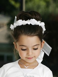 Fist Communion Veil - White Wreath with Ribbons for First Communion First Communion Veils, Holy Communion Dresses, First Communion Party, Flower Girl Hairstyles, Wedding Hairstyles, Communion Hairstyles, Special Occasion Hairstyles, Hair Wreaths, Foto Art