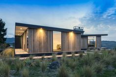 338 Worsleys by Young Architects (via Lunchbox Architect) House Cladding, Timber Cladding, Architecture Durable, Modern Architecture, Ancient Architecture, Sustainable Architecture, New Zealand Architecture, Bungalow, Timber House