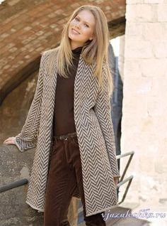 Жаккардовое пальто спицами