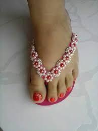 havaianas-decoradas- I call them Classy Flip Flops . Beaded Beads, Beaded Shoes, Beaded Sandals, Beaded Jewelry, Flip Flops Diy, Flip Flop Craft, Flip Flop Shoes, Crochet Sandals, Crochet Shoes