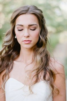 natural wedding makeups and loose wave wedding hairstyles