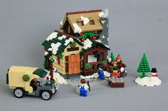 LUG member John built this winter village scene for a contest on Eurobricks. He built it to match the style of official LEGO winter village sets. Lego Christmas Sets, Lego Christmas Village, Lego Winter Village, Christmas Scenery, Noel Christmas, Christmas Villages, Lego Sets, Lego Gingerbread House, Casa Lego