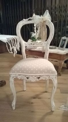 Adorable ornate painted chair! ~ sedie shabby - Cerca con Google