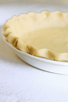 Homemade Pie Crust made with few simple ingredients, using flour, butter, shortening, and salt. This recipe is so forgiving that you will never use another recipe again. Pie Crust Recipe Butter, Pie Crust Recipes, Quick Easy Desserts, Delicious Desserts, Yummy Food, Homemade Pie Crusts, Easy Pie Crust, Best Pie, Baking Recipes