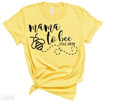 Mama To Bee shirt / Bumble Bee Shower / Gender Reveal Ideas / Pregnancy Announcement / Baby Shower Outfit / Baby Shower Theme / Honey Bee – Baby Shower İdeas 2020 Bee Gender Reveal, Gender Reveal Shirts, Baby Gender Reveal Party, Gender Reveal Outfit, Gender Reveal Announcement, Gender Reveal Themes, Mommy To Bee, Gender Reveal Decorations, Bee Fabric