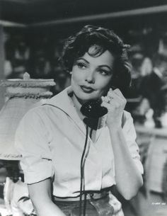 Hello this is Gene Tierney. Old Hollywood Stars, Vintage Hollywood, Hollywood Glamour, Classic Hollywood, Hollywood Style, Divas, Gene Tierney, She's A Lady, Classic Movie Stars