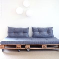 How to make a sofa with pallets from scratch. Link with videotutorial. In Swedish.