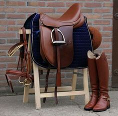 Beautiful English tack set with boots!!