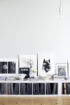 Decorate with vinyl records - 60 photos, inspiration and .- Dekorieren mit Schallplatten – 60 Fotos, Inspirationen und Ideen – Neu dekoration stile Decorate with vinyl records – 60 photos, inspiration and ideas ideas - Sideboard Design, Vinyl Storage, Record Shelf, Lp Storage, Storage Hacks, Storage Solutions, Storage Crates, Interior And Exterior, Vinyls