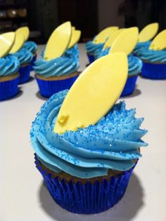 Surfboard cupcakes