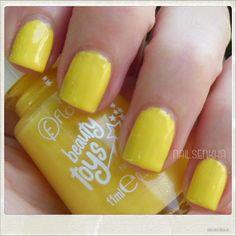 Colaboración Flormar. Colección Beauty Toys-->BT05 Golden Ball. #flormar #swatch #swatches #notd #nailsblogger #followme #nails #like #nailspolish #polish #nailideas #manicure #nailartclub #nailartadict #cutepolish #nailstagram #instanails #yellow Son 3-Free-->No contienen formaldehidos, toluenos o DBP. WEB: http://www.flormar.com/Spanish FACEBOOK: https://www.facebook.com/Flormar.Espana TWITTER: https://twitter.com/Flormarspain INSTAGRAM: http://instagram.com/flormarspain