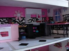 A girl and a glue gun: DIY Barbie House