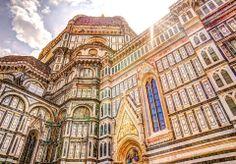 La Catedral de #Florencia, sus paredes están recubiertas de bandas de mármol de varios colores: blanco (de #Carrara), verde (de #Prato) y rojo (de #Siena), alternándolas en vertical y horizontal. http://www.florencia.travel/lugares-para-visitar/la-catedral-de-florencia/ #Toscana #Italia