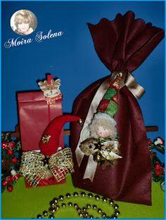 Bambole di stoffa - Folletto Pignolino e Cappellino Natalizio con castagna abbelliscono i pensierini di Natale ed Epifania.