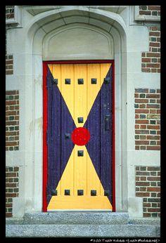 Harvard Lampoon entrance door in Harvard Square. DiscoverHarvard.com. door 000