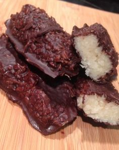 Home Made Low Carb Mounds Bars from Low Carb Zombie  2 cups shredded coconut ( unsweetened)  1/2 stick melted butter  1/4 cup melted coconut oil  1 tablespoon maple syrup  Here are the ingredients for the Chocolate coating:  3 unsweetened chocolate baking squares  1 tablespoon coconut oil  16 drops liquid stevia  1 tablespoon maple syrup