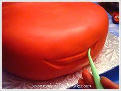 how to make a cars cake (via Make Fabulous Cake) Cake Decorating Tutorials, Cookie Decorating, 3d Cakes, Cupcake Cakes, Mcqueen Car Cake, Lightning Mcqueen Cake, Minecraft Cake, Disney Cakes, Just Cakes