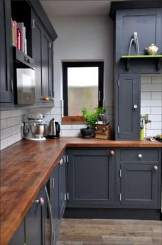 10 Hidden Benefits Of Wood Countertops 10 Hidden Benefits Of Wood Countertops Butcher block countertops paired with dark blue painted cabinets.<br> The pros of wood countertops outweight the cons and make them an excellent choice for your busy kitchen. Best Kitchen Cabinets, Painting Kitchen Cabinets, Kitchen Cabinet Design, Kitchen Interior, New Kitchen, Kitchen Backsplash, Kitchen Grey, Kitchen Paint, Awesome Kitchen