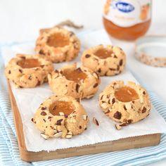 Deze amandel-abrikoos koekjes zijn perfect voor de paasdagen. Het eenvoudige recept deel ik met jullie zodat je ze zelf kunt maken.