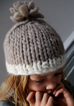 Thinking of trying this with some of the bulky yarn I got in my stocking. So cute-love the fat yarn