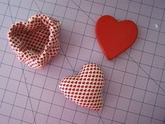 DIY Valentine Pin Cushion and Trinket Box - Once Upon a Sewing Machine Fun Projects For Kids, Easy Sewing Projects, Diy Craft Projects, Craft Tutorials, Sewing Tutorials, Crafts For Kids, Diy Crafts, Craft Ideas, Diy Valentine