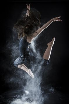 Dust © Miguel Moebius I really wanna do some dance photoshoot one of these days Dance Like No One Is Watching, Just Dance, Contemporary Dance, Modern Dance, Dance Photos, Dance Pictures, Dance Jumps, Kreative Portraits, Pictures With Horses