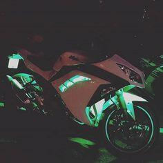 Green LEDs on Kawasaki Ninja 300