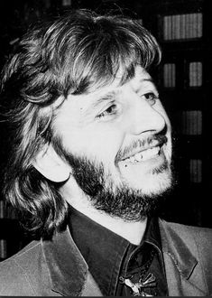 ♡♥Ringo Starr smiles - click on pic to see a full screen pic in a better looking black background♥♡