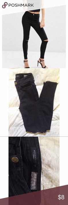 """""""Destroyed"""" high waisted jegging 🌊 Aeropostale high waisted destroyed jegging. Worn but still in good condition. The only damage is some minimal fading. Size 000 but fits like a 00 or 23. I do deals on bundles! ✨ Aeropostale Jeans Skinny"""